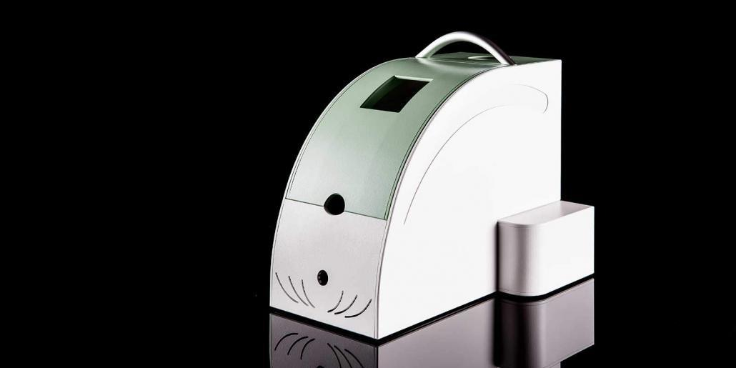 Kunststoffgehäuse: Tragbares medizinisches Gehäuse mehrfarbig mit Aluminiumgriff und großem Deckel mit Kugeldruckschließmechanik von mentec®