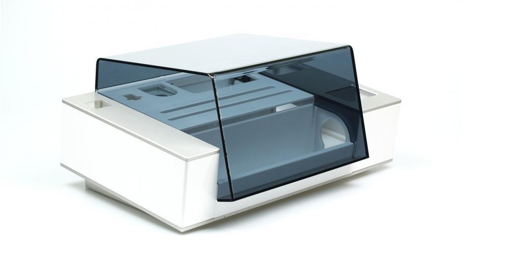 Kunststoffgehäuse mit Acryldeckel und Aluminium-Applikationen von mentec®